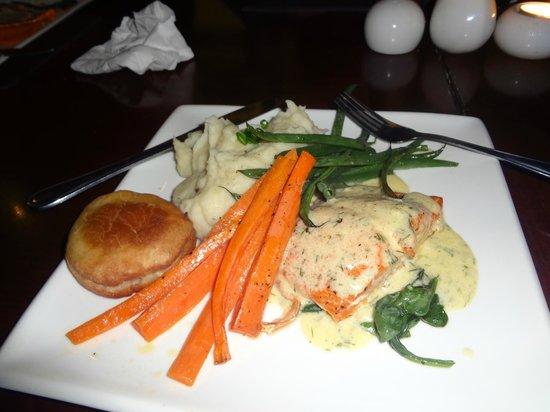 Salmon n' Bannock : Main dish