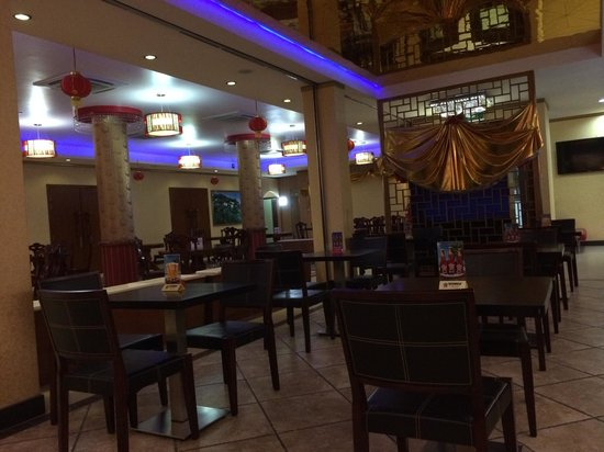 Sentai Seafood Restaurant: Spacious and clean dinning area