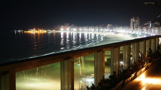 Hotel Astoria Palace : Another great night view of Copacabana from the roof