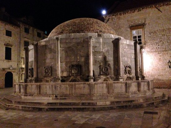 Onophrian Fountain: Lit up at night.