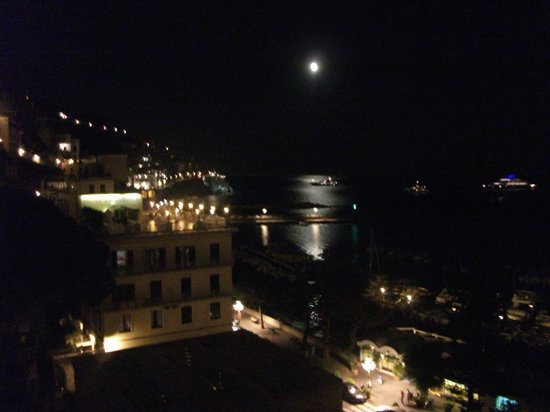 Hotel Il Nido: Lua cheia, vista do hotel
