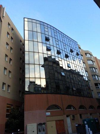 Hotel Kyriad Nice Port: FACCIATA HOTEL 5 PIANO NOSTRA STANZA