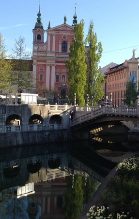 Preseren Square: The Franciscan Church, triple bridge and Ljubljianica River