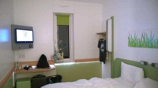Hotel ibis budget Manchester Centre Pollard Street: Lovely bright room.