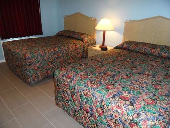 Franklin Terrace Motel: 2 Double Beds