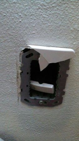 Krystal Cancun: Hole in the wall electrical switch