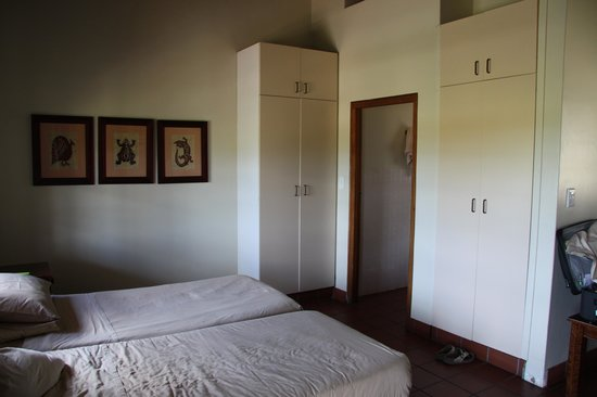 Addo Rest Camp: Chalet with 2 single beds