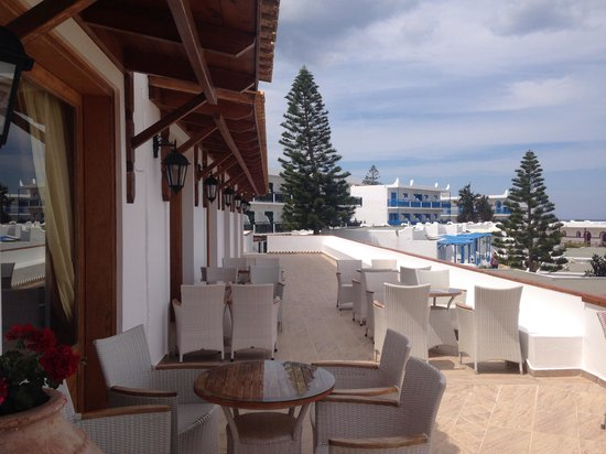 Mitsis Rinela Beach Resort & Spa : Perfect terrace for a perfect coffee