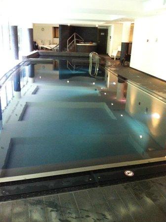 Les Comtes de Méan : Crowne Plaza Liege pool