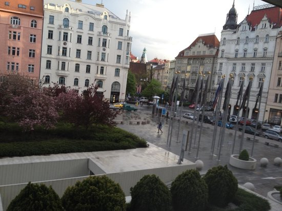 InterContinental Prague: Plaza in front of the Hotel