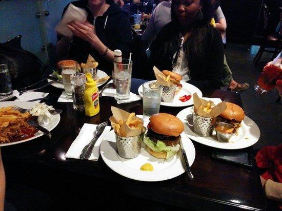 Hard Rock Cafe: Yummy!
