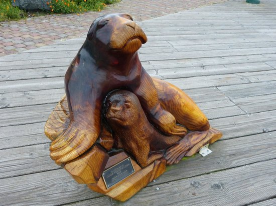 Bandon Inn: Boardwalk Carvings
