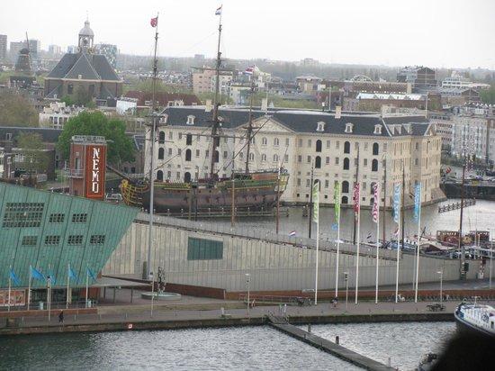 Bibliothèque centrale (Openbare Bibliotheek) : Вид Морской музей с верхнего этажа библиотеки