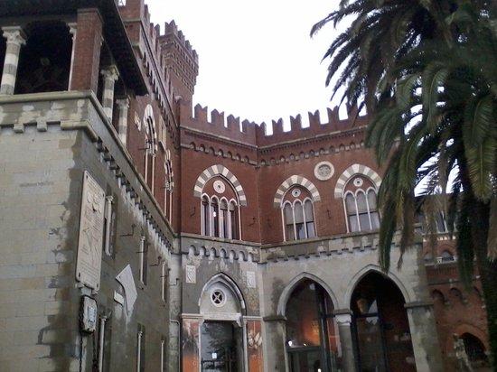 Castello d'Albertis : Замок капитана