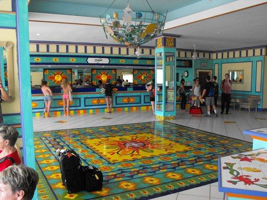 Breezes Resort & Spa Bahamas: Lobby