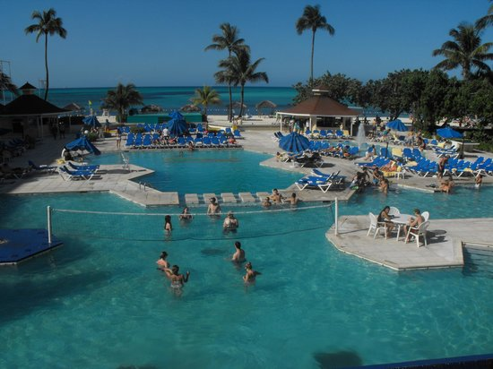 Breezes Resort & Spa Bahamas: Pool Area