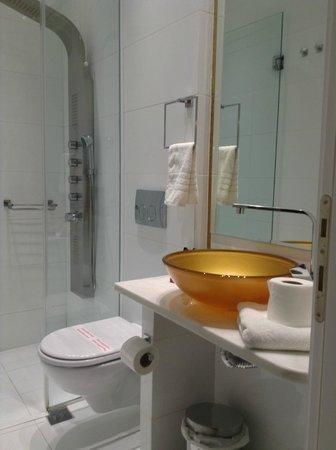 Athens Diamond Plus: Bathroom