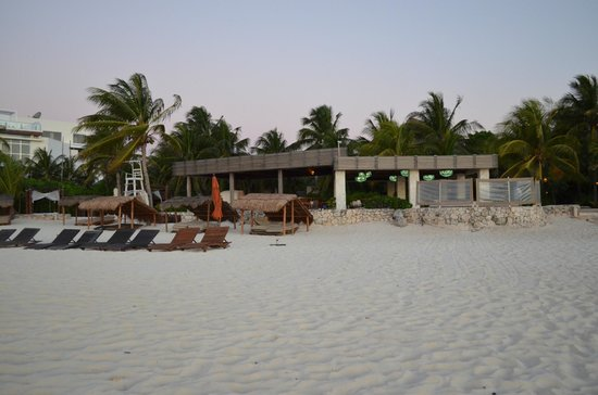 Viceroy Riviera Maya: sunrise behind us, this is the resort in the very early morning