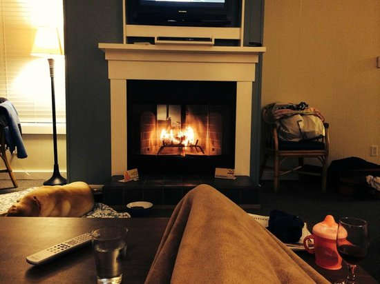 Land's End at Cannon Beach: Relaxing by the fire