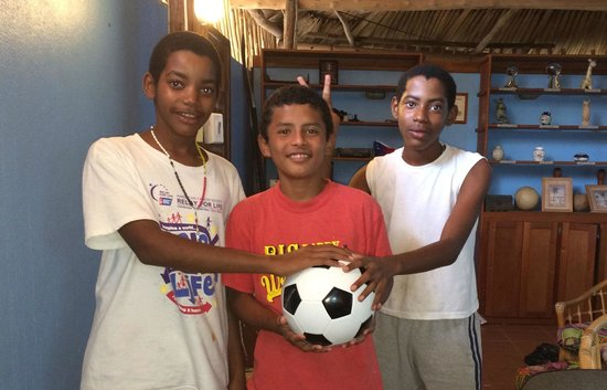 Nautical Inn: Gave a soccer ball to the boys in the hotel office!
