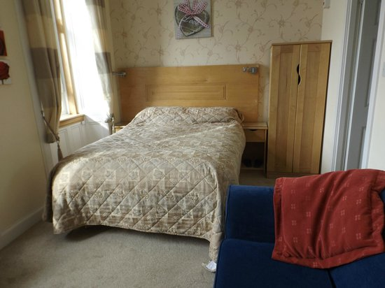 MacIntosh Guest House: Really nice room with very comfortable bed