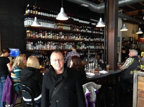 Tasty n Alder: lively bar even at brunch!