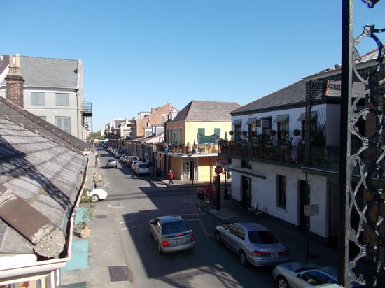 Biscuit Palace Guest House : corner of Dumaine & Bourbon, view from the balcony