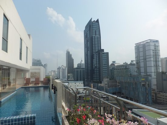 Adelphi Suites Bangkok : pool