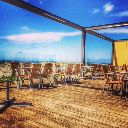 Areia Restaurante & Bar: The terrace in a sunny winter afternoon