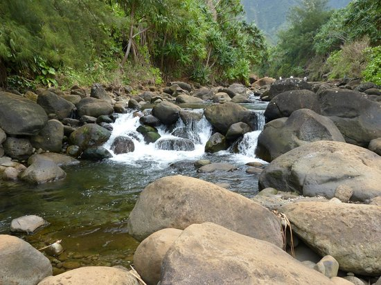 Kalalau Trail: Easy river crossing