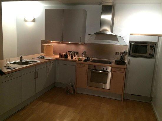 The Place Aparthotel: Apartamento de 2 Quartos (Cozinha)