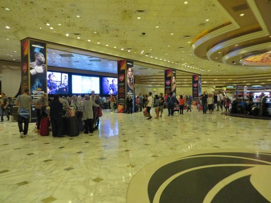 MGM Grand Hotel and Casino : Lobby Check-In Area