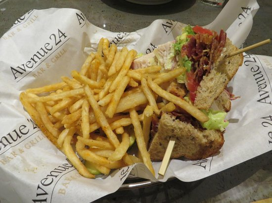 MGM Grand Hotel and Casino: Club Sandwich at Avenue Cafe