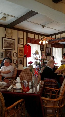 Windsor Rose Tea Room & Restaurant: British memorabilia decor