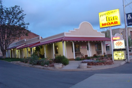 Adventure Inn & Motel : beautiful weather.