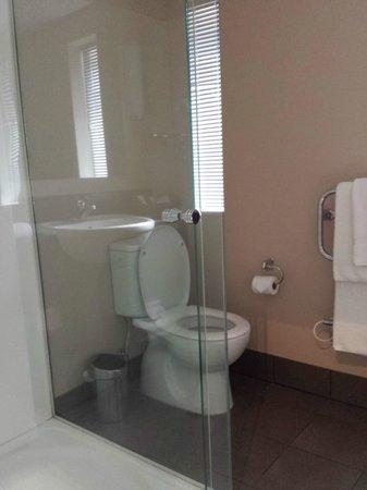 Bolton Hotel Wellington: Bathroom