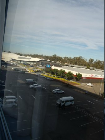 Novotel Sydney Rooty Hill : the surrounds ( u can see the SGAC in the distance )