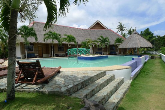 Cliffside Resort: Pool, sea on the right