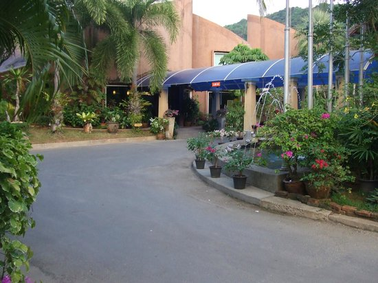 Timber House Resort: Entrance to the Hotel
