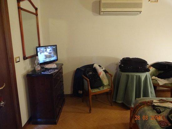 Hotel Villa Rosa: Habitación