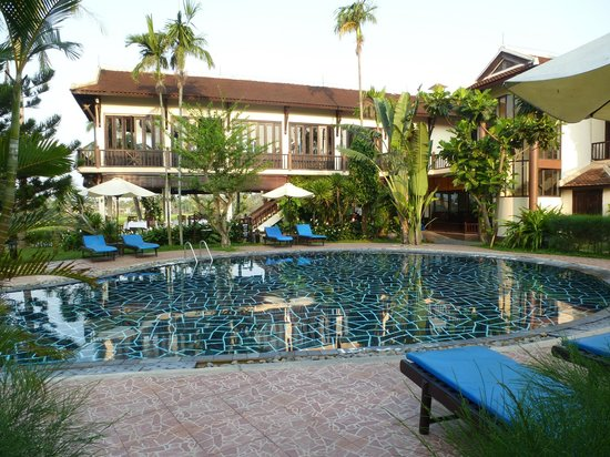 Hoi An Riverside Resort & Spa: Breakfast at poolside