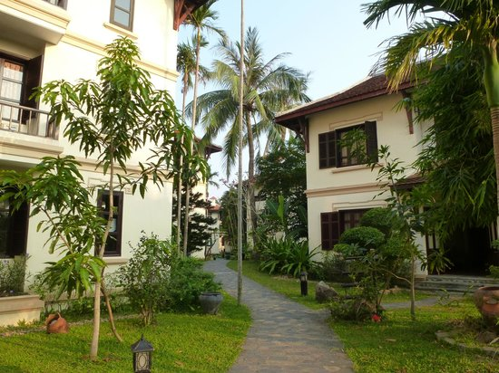 Hoi An Riverside Resort & Spa: Leading to rooms