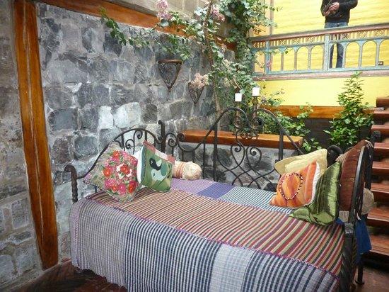 Hacienda Rumiloma: Couch (drittes Bett)