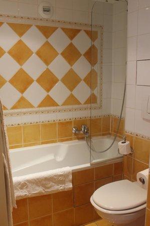 Villa Beaumarchais: Bathroom