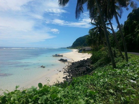Seabreeze Resort: Beautiful Samoan beach nearby