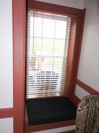 Canna Country Inn: Window Seat