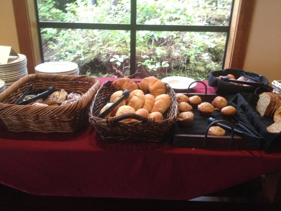 Middle Beach Lodge: Fresh baked