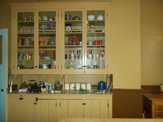 Spadina Museum: Kitchen cupboards