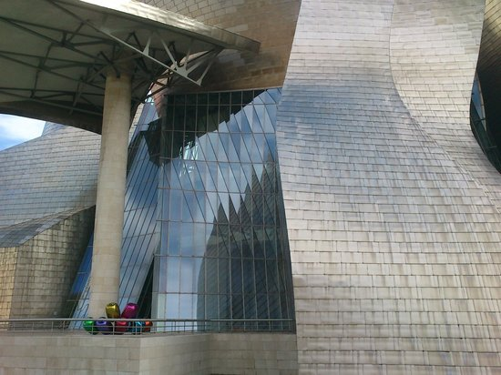 Museo Guggenheim de Bilbao: fachada de la ria museo