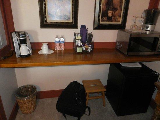 Canna Country Inn: Keurig, microwave, mini fridge in Serenity Suite